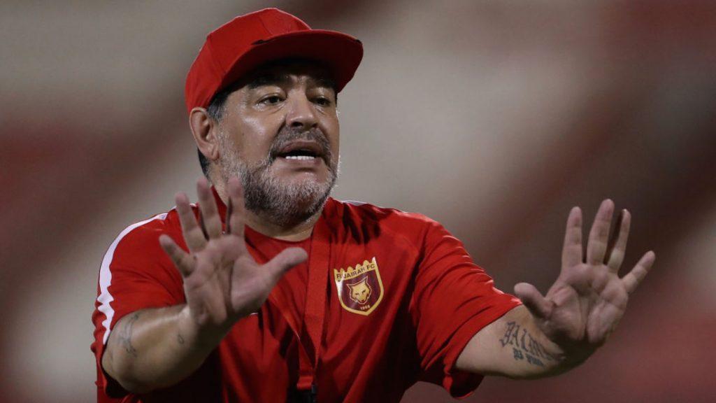 وفاة أسطورة كرة القدم الأرجنتينية مارادونا