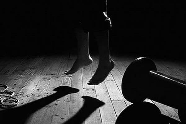 شبح الانتحار يهز إقليم شيشاوة.. انتحار قاصر بمزوضة شنقا ونقل جثتها للتشريح الطبي بمراكش