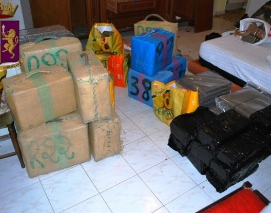 كلميم.. حجز ثلاثة أطنان من مخدر الشيرا على متن شاحنة للنقل الطرقي للبضائع
