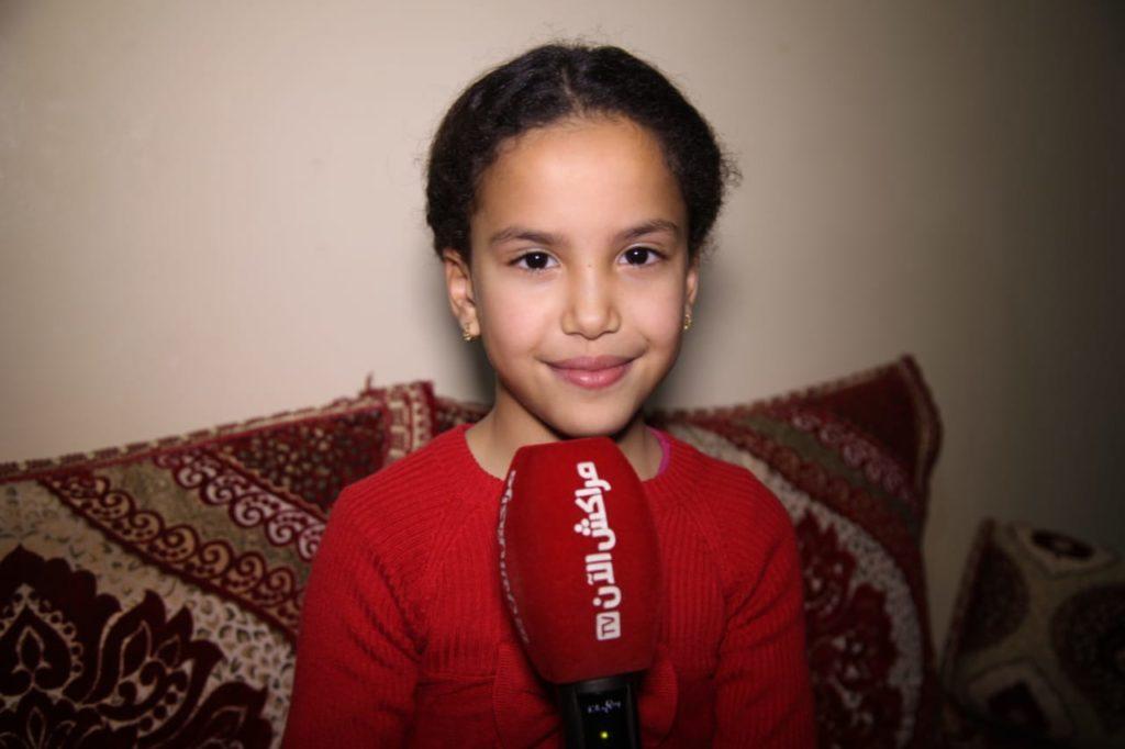 """فيديو.. أصغر مراكشية من أجيال لرصاد تغني اغنية """"ضحك ولعب"""" لمجموعة السهام"""