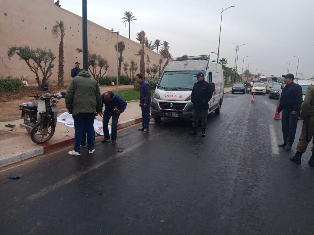 عاجل.. مصرع شاب في اصطدام سيارة اجرة بدراجة نارية بباب قشيش بمراكش +صور