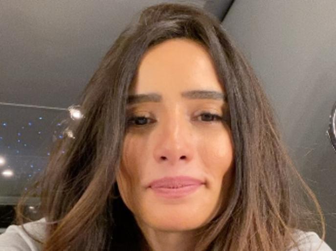 """الممثلة زينة تعتذر عن فيديو استهانت فيه بكورونا: """"أنا مرعوبة"""""""