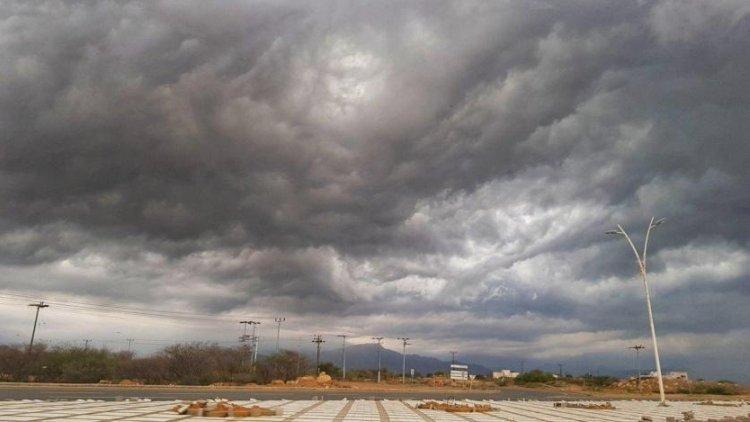 طقس اليوم الخميس.. أجواء غائمة مع أمطار وزخات رعدية