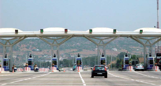"""الشركة الوطنية للطرق السيارة بالمغرب تتخذ إجراءات تنفيذ إلزامية وضع """"الكمامات الواقية"""""""