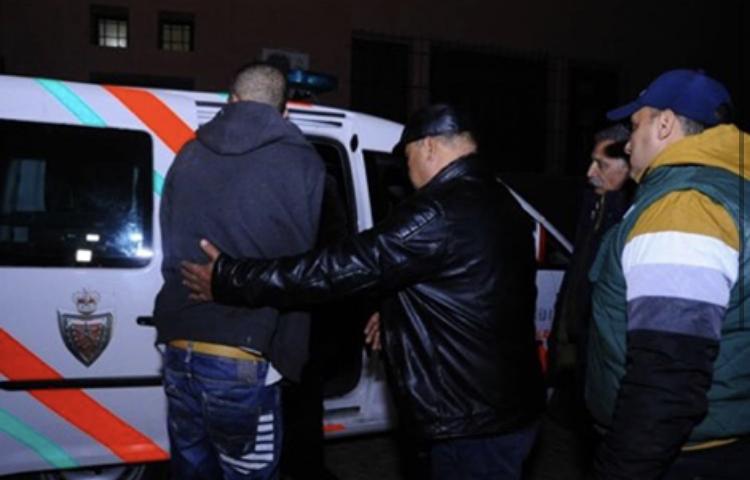 أمن بالصويرة يعتقل تاجر مخدرات رفقة أفراد من عائلته