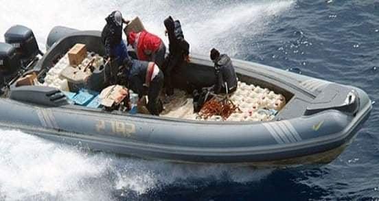 البحرية الملكية تحبط محاولة لتهريب كمية من المخدرات في عرض المتوسط