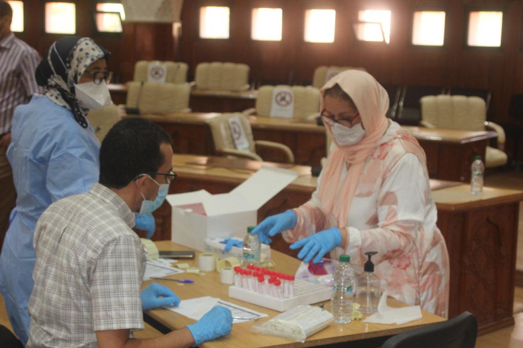 المجلس الجماعي لمراكش يخرج عن صمته.. اخضاع 590 موظفا جماعيا للفحوصات المخبرية المتعلقة بفيروس كورونا