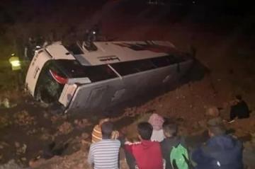 فيديو: انقلاب حافلة لنقل المسافرين يخلف 12 قتيلا وأزيد من 20 جريحا