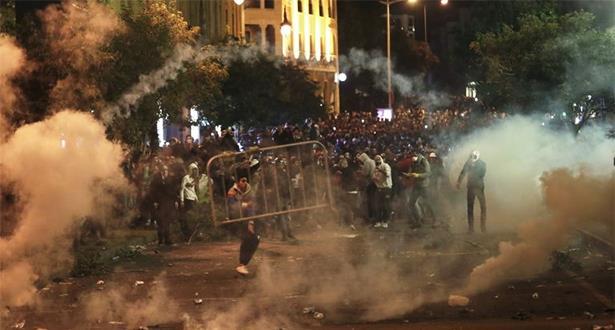 تجدد المواجهات بين المحتجين والقوى الأمنية في وسط بيروت