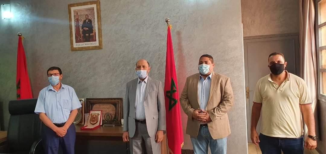 المغاري رئيس مقاطعة سيدي يوسف بن علي يستقبل عمدة مراكش ويوقعان محضر استلام ملاعب القرب