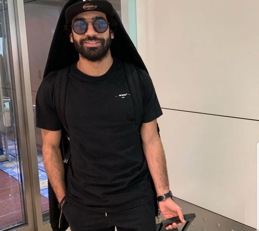 لاعبا منتخب مصر محمد صلاح والنني يعودان إلى إنكلترا بطائرة خاصة مجهزة طبيا