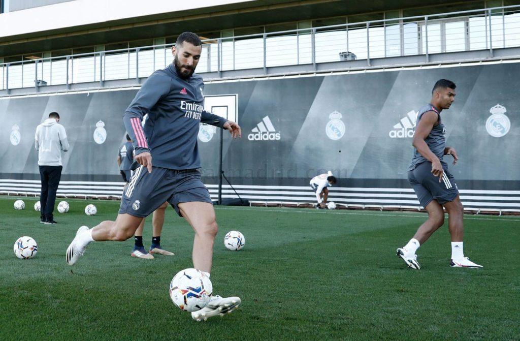 لاعبو ريال مدريد يرفضون خفض رواتبهم بسبب الأزمة