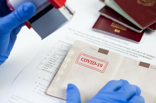 """إسبانيا تدرس امكانية اعتماد """"جواز التلقيح"""" من أجل السفر والتنقل"""