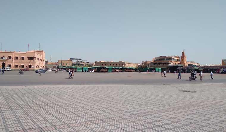 ساحة جامع الفنا تعاني في صمت … فيديو