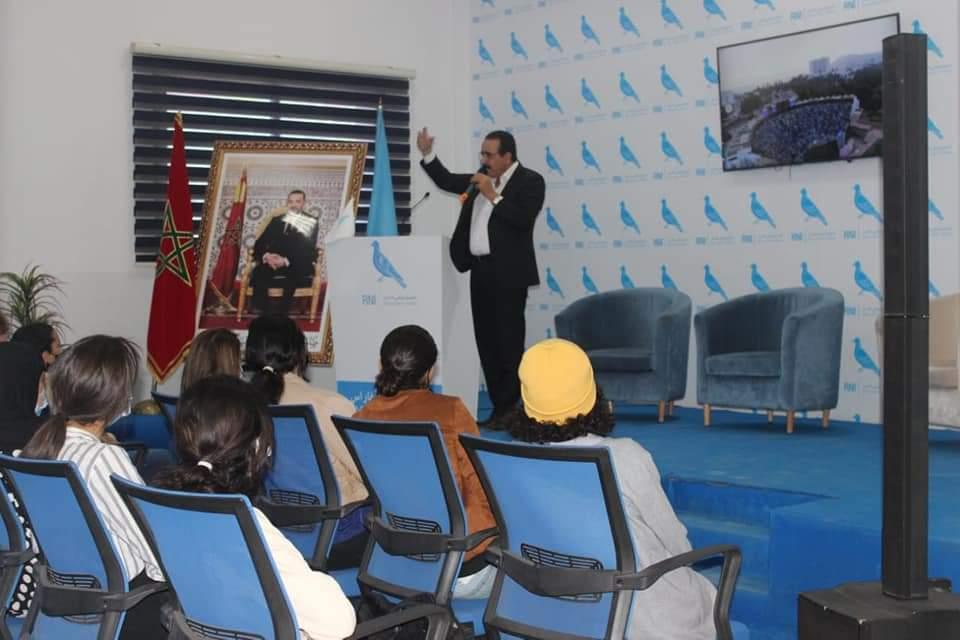 """جمعية شبيبة المغرب للمواطنة تطلق برنامجها الميداني """"أجي نتصالحو مع السياسة"""" وتستهل سلسلة من الزيارات بالمقر الجهوي لحزب التجمع الوطني للأحرار"""