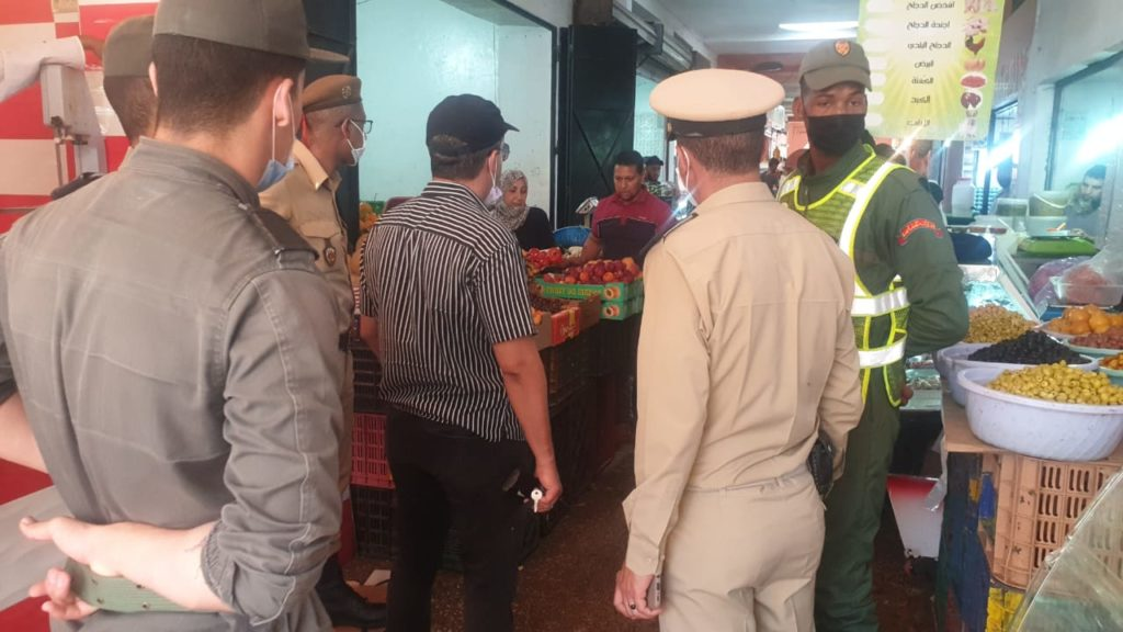 السلطات المحلية بالمحاميد تشن حملة لتحرير الملك العمومي + صور