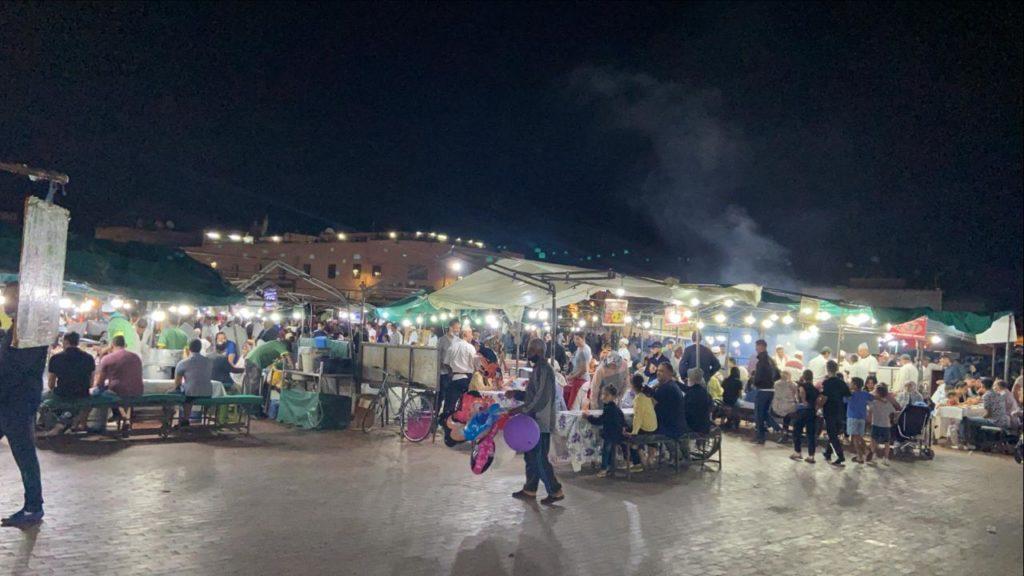 باعة الماكولات بساحة جامع لفنا : الحمد لله رجعات 11 حيث قربنا نبدلو الحرفة + فيديو