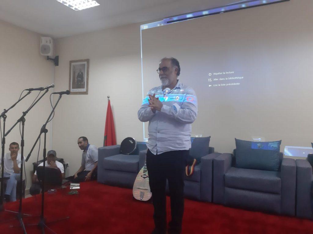 بالفيديو.. الفنان والمخرج محمد خيي يذرف الدموع في حفل تكريمه بقلعة السراغنة