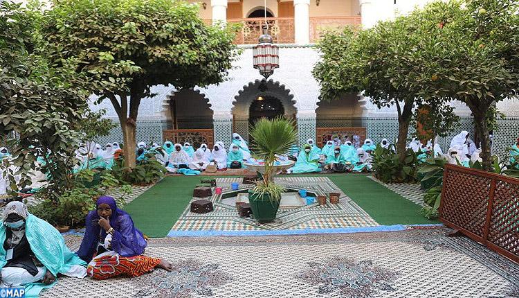 280 تيجانيا من السنغال يزورون الزاوية التيجانية الكبرى بمراكش