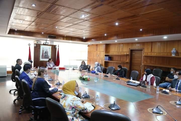 وزيرة الاسكان المنصوري تعقد اجتماعا لتدارس تدابير السلامة والجودة بالمشاريع التي في طور الانجاز